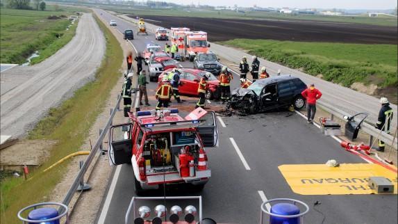 Autofahrer wird bei Unfall lebensbedrohlich verletzt