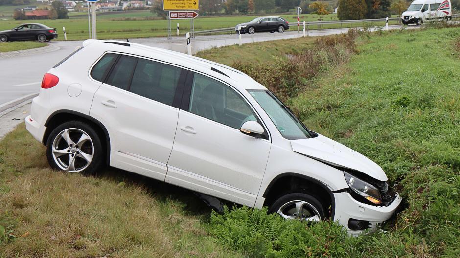 Unfall Kreisverkehr Röfingen